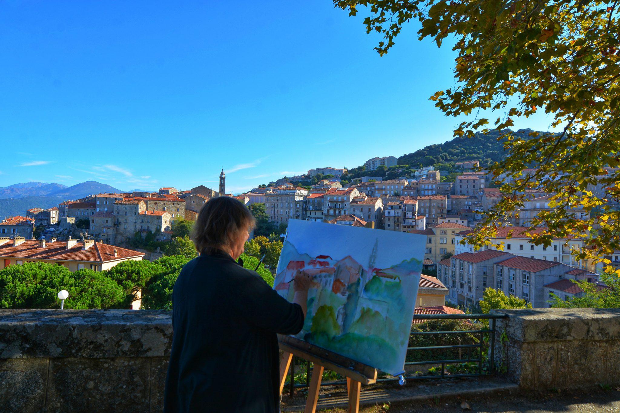 Arts avec vue sur le village de Sartène. Culture corse