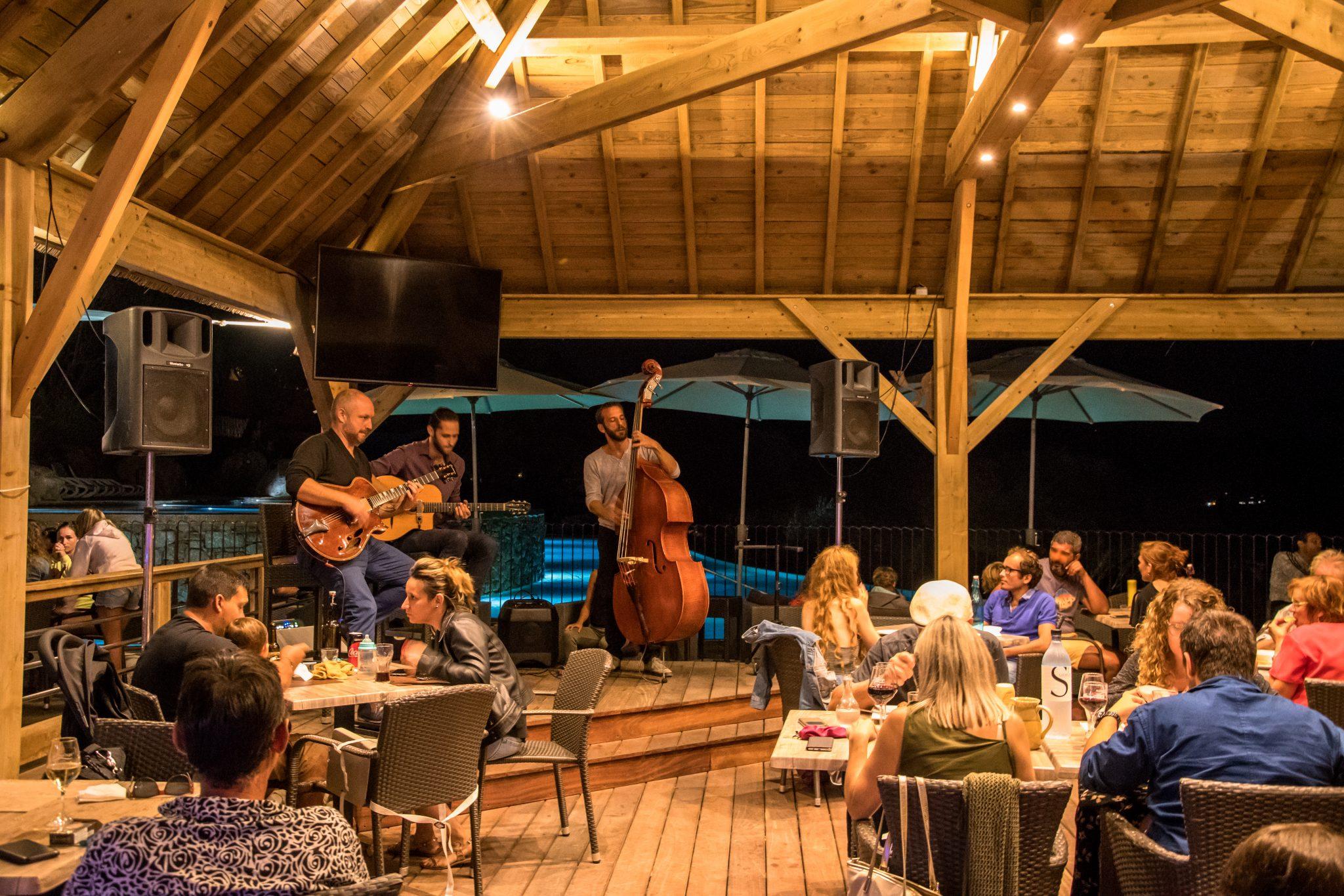 Manger en musique dans un restaurant corse