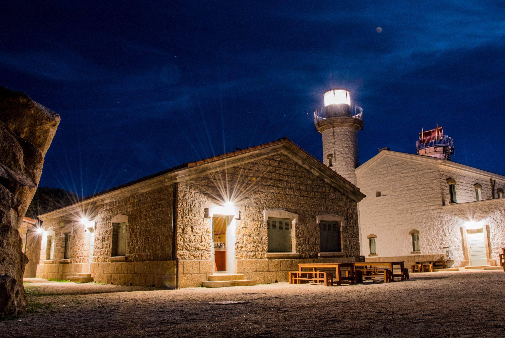 Refuge phare de Senetosa de nuit près de Sartène